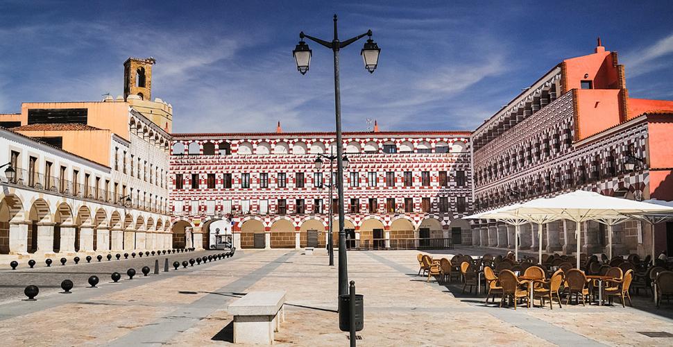 Vistas Guiadas a la Plaza Alta de Badajoz con Antonio Carrasco, Guía Oficial de Turismo en español, inglés y portugués. AC Turismo