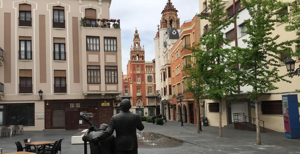 Vistas Guiadas a la Plaza de la Soledad de Badajoz con Antonio Carrasco, Guía Oficial de Turismo en español, inglés y portugués. AC Turismo