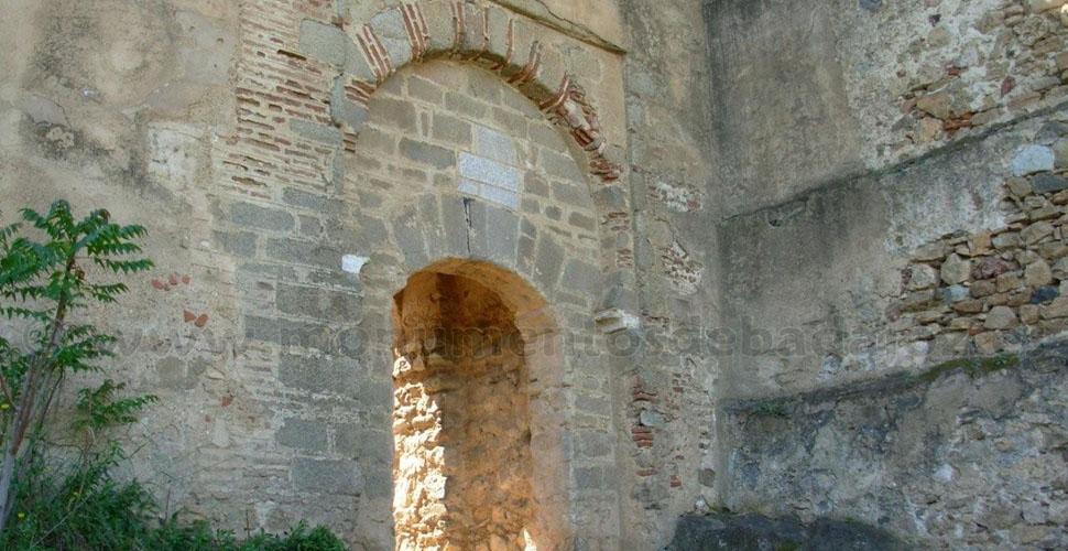 Visitas Guiadas a la Puerta de la Traición de Alcazaba Árabe de Badajoz con Antonio Carrasco, Guía Oficial de Turismo