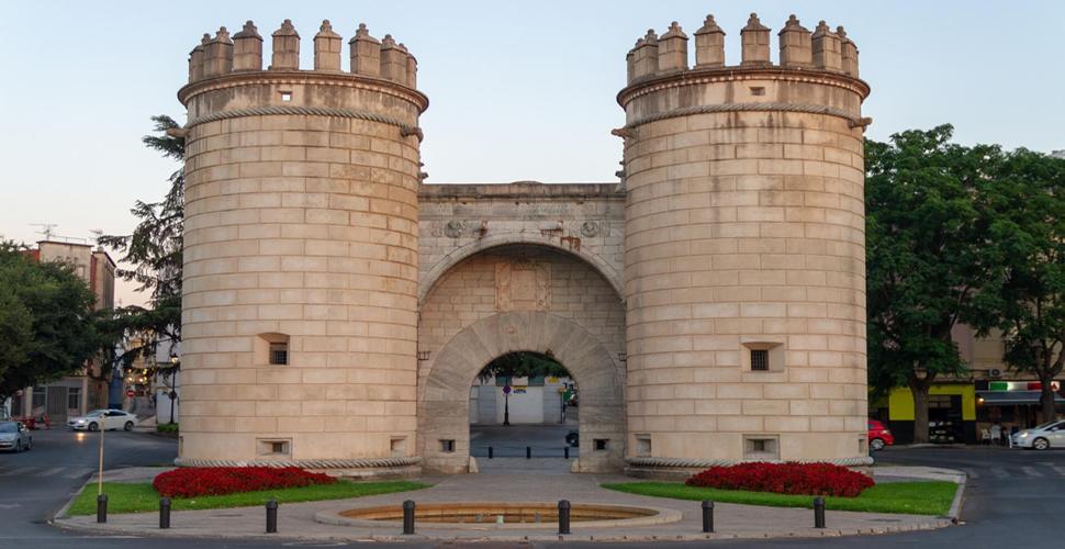 Vistas Guiadas a la Puerta Palmas (Puerta Palma) de Badajoz con Antonio Carrasco, Guía Oficial de Turismo en español, inglés y portugués. AC Turismo