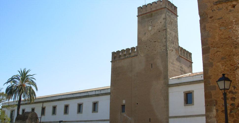 Visitas Guiadas a la Torre de Santa María en la Alcazaba Árabe de Badajoz con Antonio Carrasco, Guía Oficial de Turismo. AC Turismo